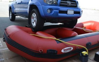 Как правильно выбрать насос для лодки аккумуляторный — рейтинг популярных моделей и цены