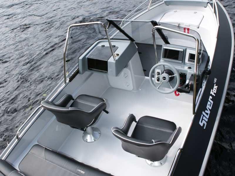 Кокпит катера Silver Fox DC 485
