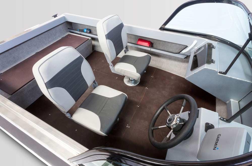 Кокпит и удобства для пассажиров