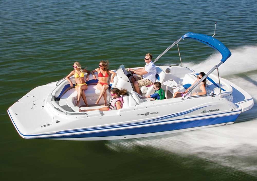 Прогулочный катер Deck boat