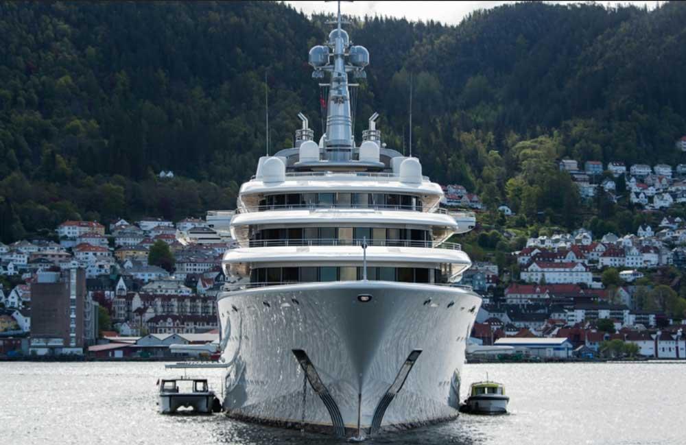 Яхта Эклипс