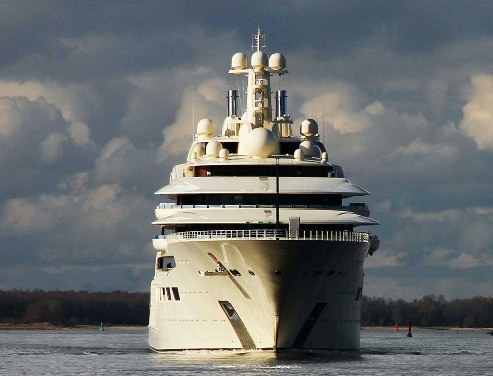 Фото яхты Усманова