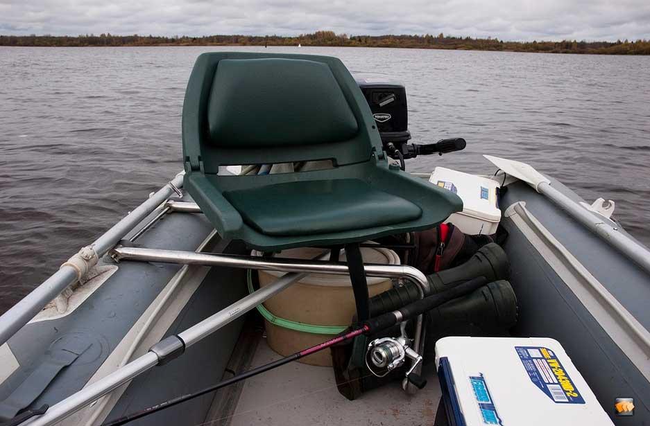 Поворотное сидение в ПВХ лодку