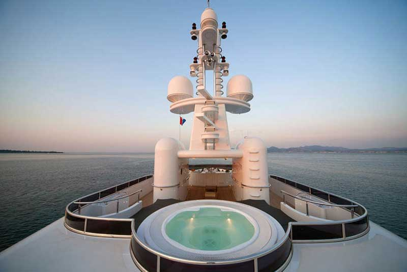 Яхта Медведева