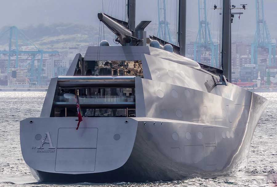 Футуристичная яхта А