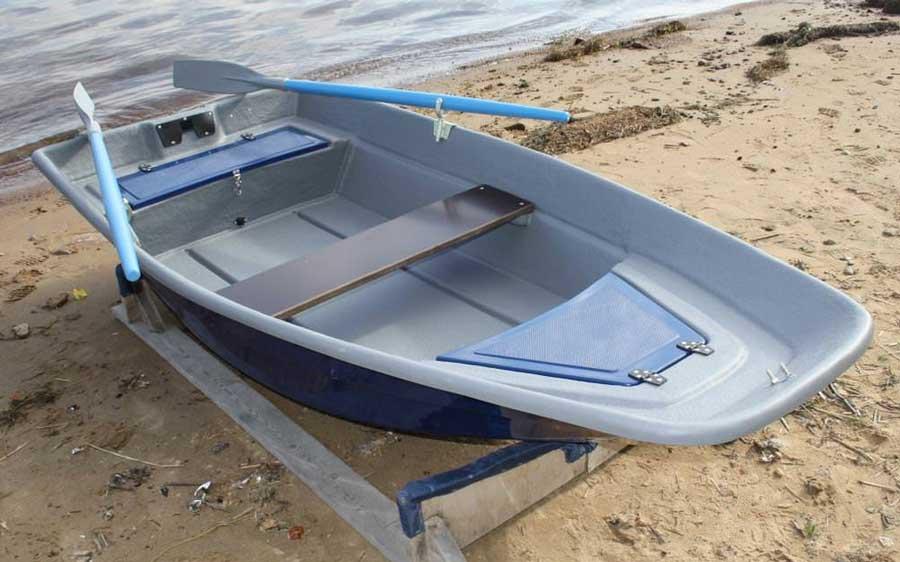 Пластиковая лодка с плоским дном