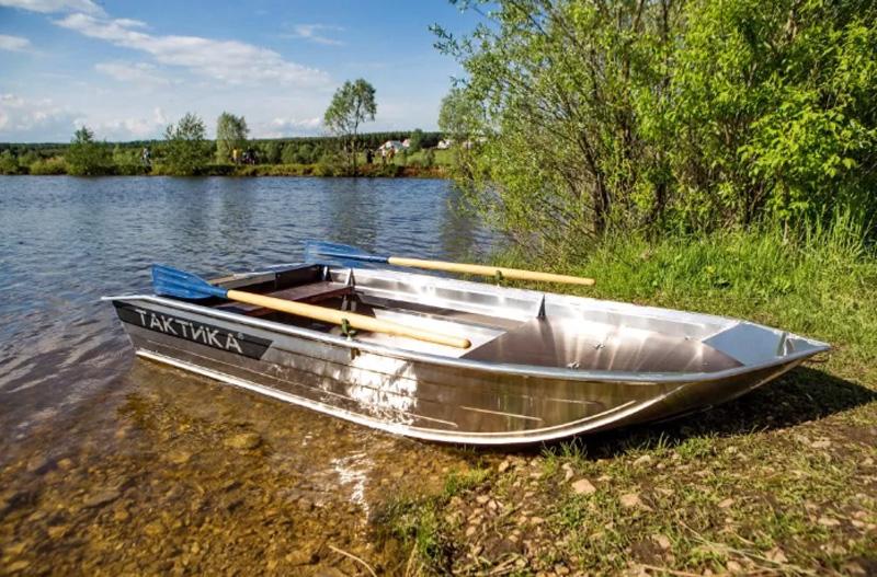 Лодка Тактика 320