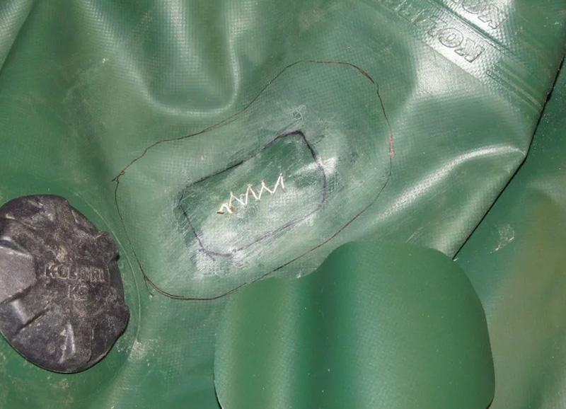 Пример сшивания рваной дыры резиновой лодки капроновой нитью