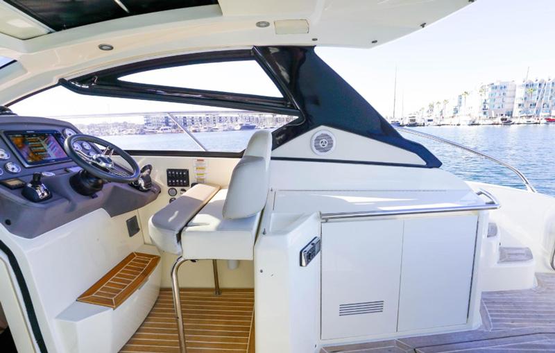 Яхта Азимут 12 метров