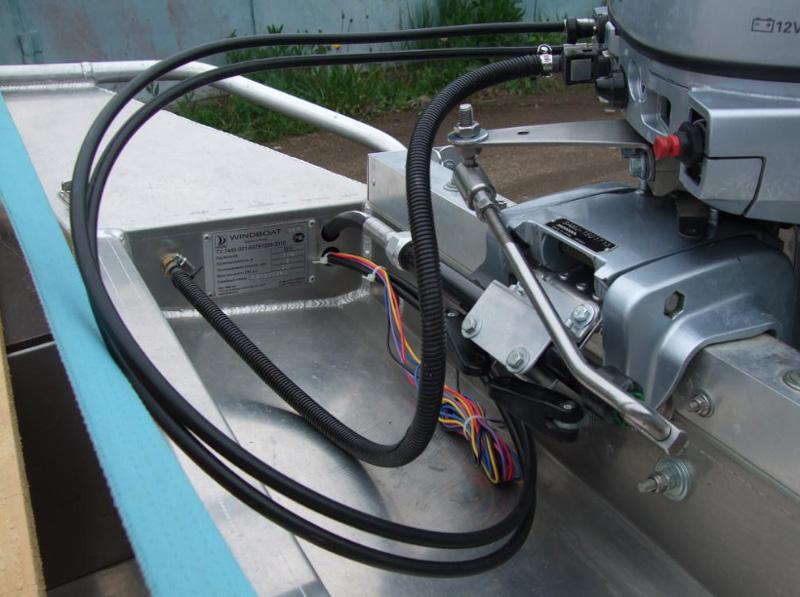 Гидравлическое управление лодочным мотором